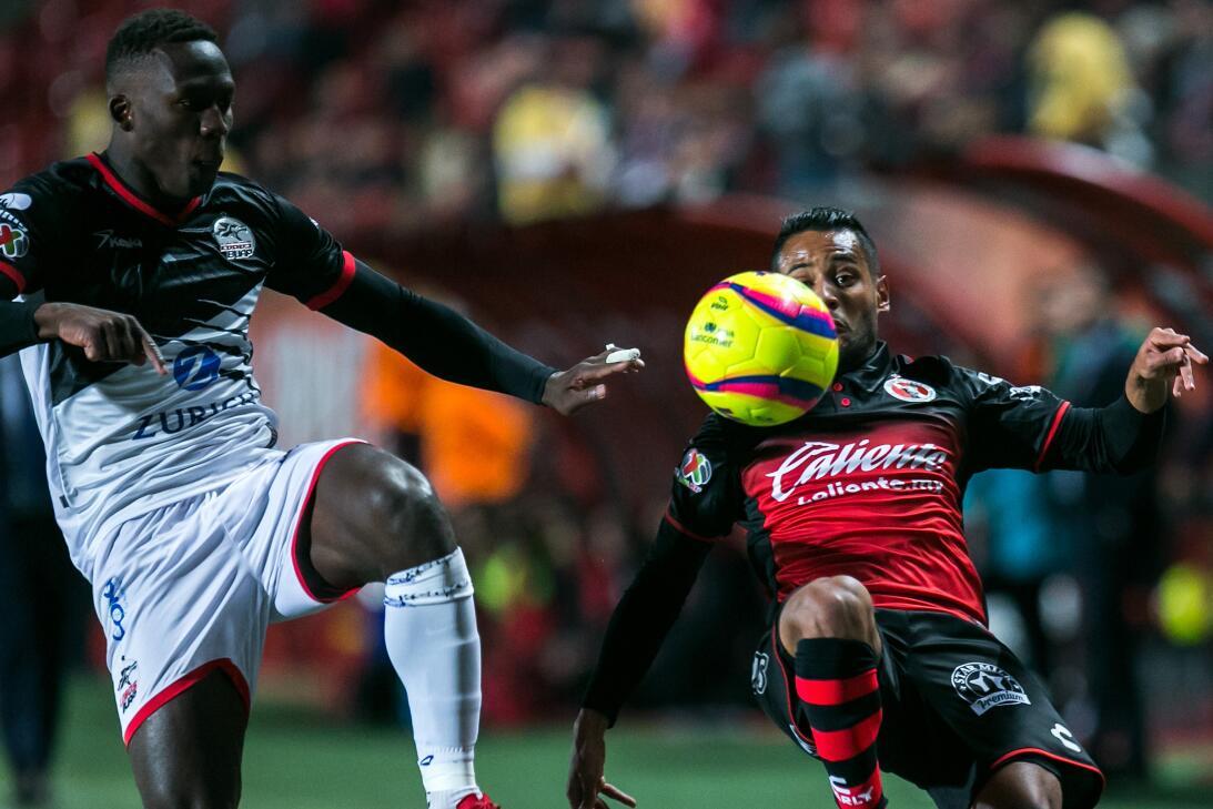 Luis Advincula y Mateus Gonçalves protagonizaron el duelo del partido. E...
