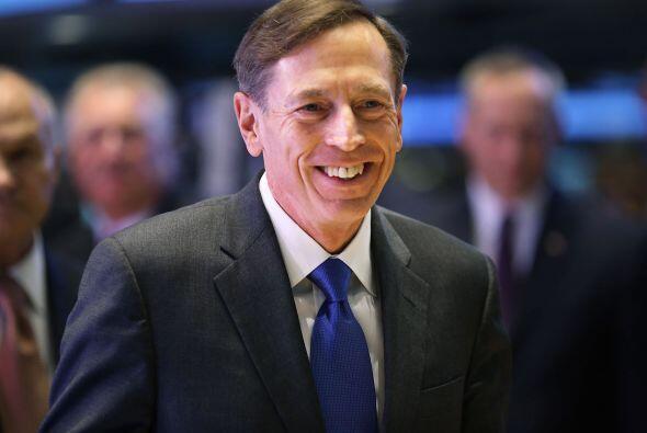 Petraeus fue recibido en Langley, donde se encuentra la sede de la CIA,...