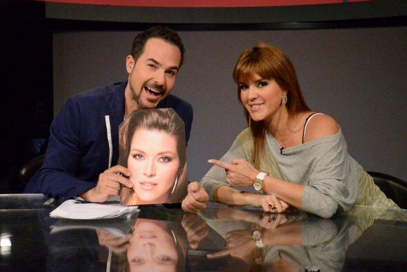 El escritorio estaba engalanado con una foto del bello rostro de Alicia...
