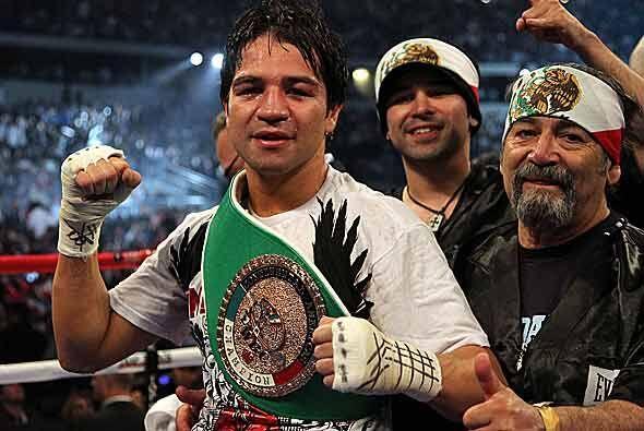 Gómez acabó con su rival y mantuvo el título welter...