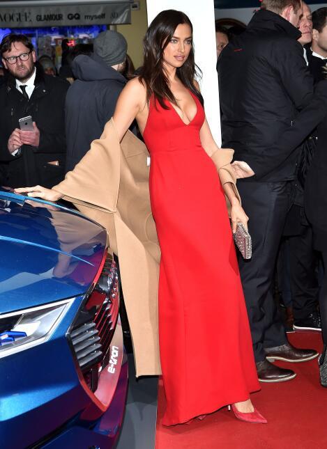 La supermodelo mostró sus amplios atributos en Austria.