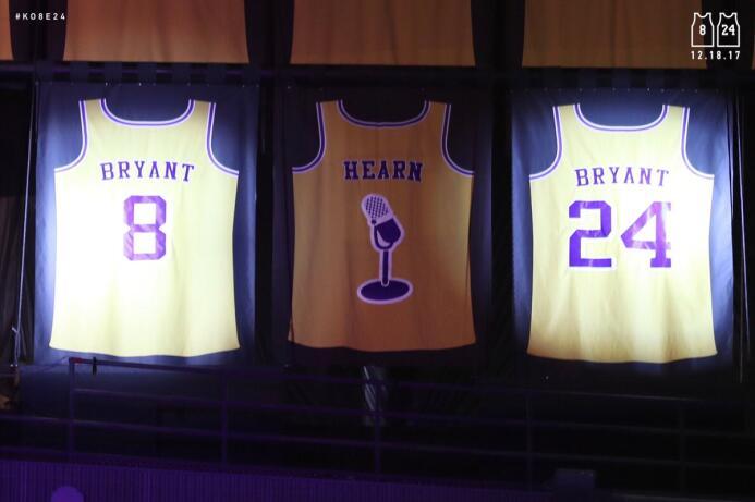 Kobe Bryant inmortalizado en el Staples Center con sus números 8 y 24