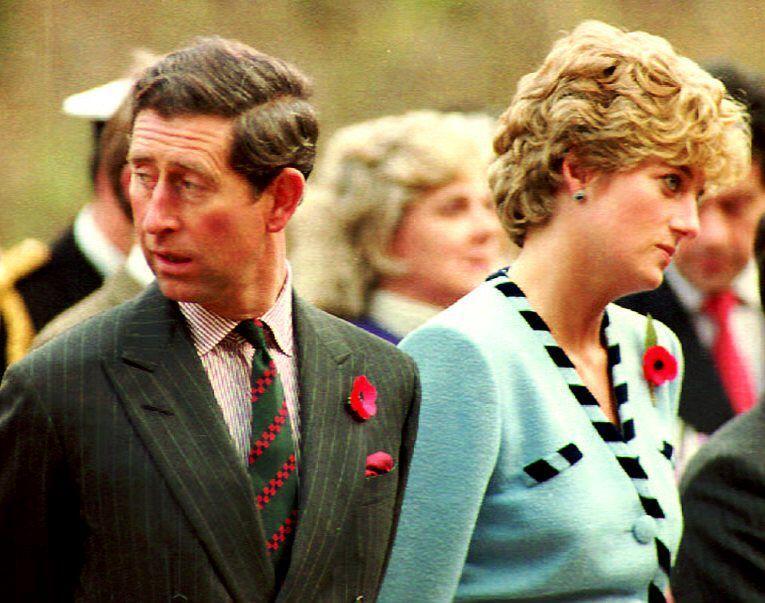 El 28 de agosto de 1996, la princesa Diana se divorció del príncipe Carlos.