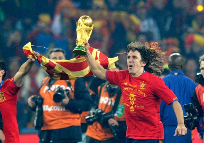Carles Puyol (España) - con La Roja, el imponente defensor catalán ganó...