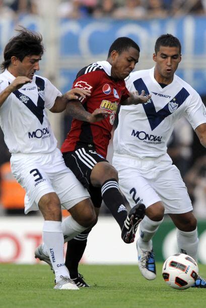 El partido resultó ser el debut de ambos equipos en el Grupo 4 la Copa L...