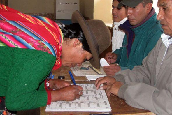 Cerca de 103,622 mesas de votación estuvieron funcionando en las 24 regi...