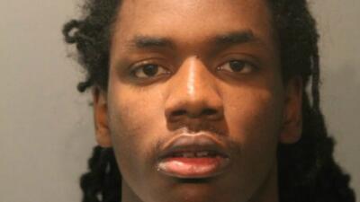 Maurice Harris, de 19 años de edad, enfrenta cuatro cargos de asesinato...