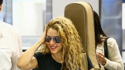Resuelto el enigma: Shakira reaparece sonriente (y con su guitarra) en Estados Unidos