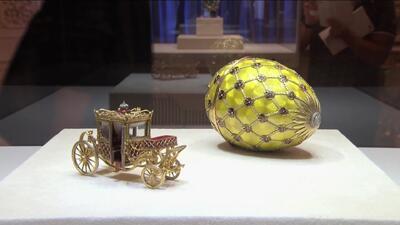 Carlos Calderón visitó una deslumbrante colección de huevos (incrustados con cientos de piedras preciosas)