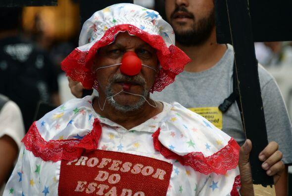 Manifestantes en Brasil en contra del gobierno de Sergio Cabral del Río,...