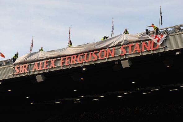 Y el club le hizo una sorpresa, le puso su nombre a una de las tribunas...