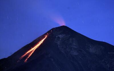 El volcán de Fuego en Guatemala hace erupción por cuarta vez en el 2017