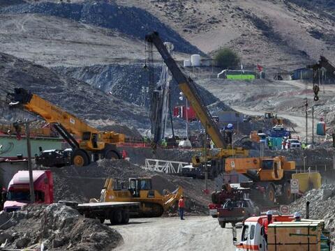 La perforadora que cava el 'plan A' de rescate a los 33 mineros atrapado...