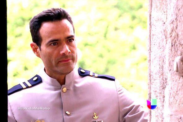 Luis Roberto Guzmán vestido de cualquier forma sigue luciendo muy...