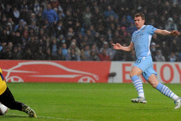 Ya en la segunda mitad, Manchester City dominaba pero no podía concretar...
