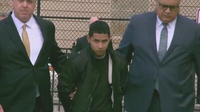 Imputan cargos a sospechoso del asesinato a machetazos de un joven en Long Island