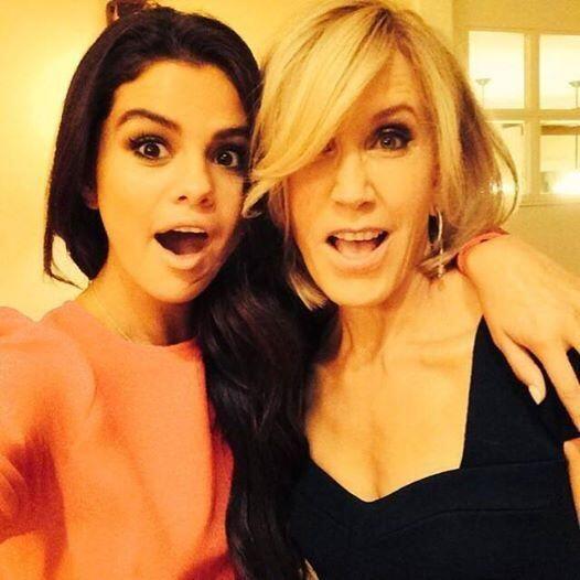 Selfie de Selena Gomez con Felicity Huffman antes de los Emmy Awards.