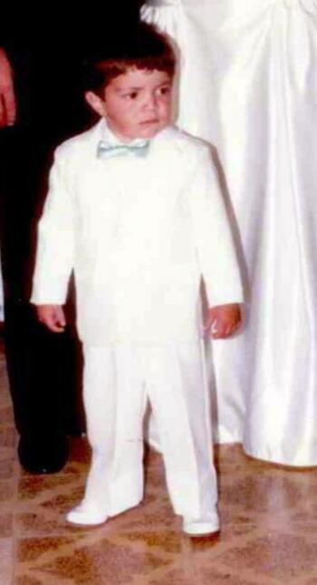 Este chico rubio es Mario, El Borrego. Aquí tenía dos a&nt...