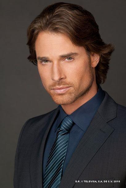 Sebastián Rulli es Arturo, un profesor atractivo, culto y adinerado. Con...