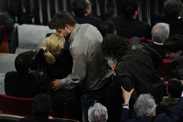 Puyol quería salir pero la enamorada pareja no lo dejaba.