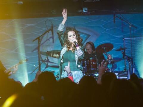 La guapa ex integrante del grupo Timbiriche visitó a Phoenix en s...