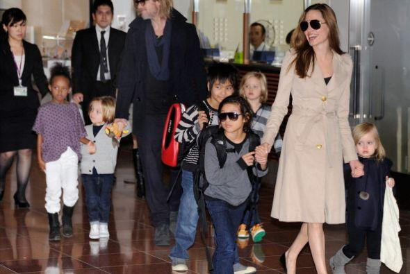 Hoy en día la familia Jolie-Pitt cuenta con seis hijos y se ha di...