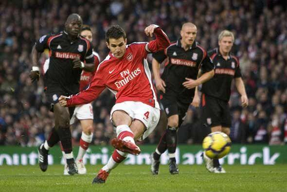 Cecs Fábregas falló un penalti para el Arsenal.