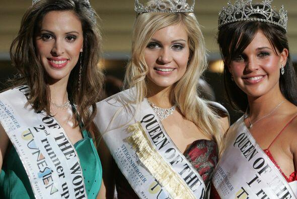 Danielle Lloyd (hasta la derecha) ganó Miss Inglaterra en 2004 y Miss Re...