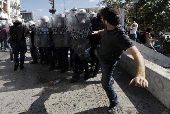 Los enfrentamientos se saldaron con nueve heridos, entre ellos un manife...