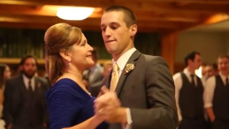 Durante la boda, el novio y su madre dieron un gran show, sorprendiendo...