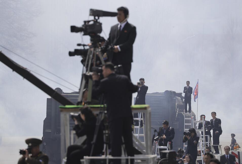 """Pence advierte a Corea del Norte desde Japón: """"El escudo está en guardia..."""