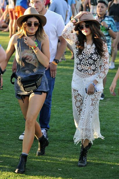 Por su parte, Kylie apostó por los cómodos shorts de mezclilla, los que...