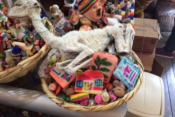 Uno de los ritos de los aymara consiste en dar una ofrenda a Pachamama,...