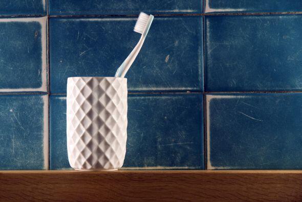 Por eso, tu primera opción será utilizar un viejo cepillo de dientes y a...