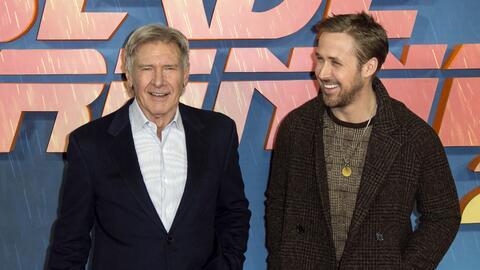 En esta foto del 21 de septiembre del 2017, los actores Harrison Ford, a...