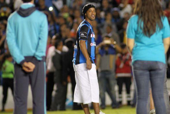 Al medio tiempo del duelo entre Querétaro y Puebla, Ronaldinho fu...