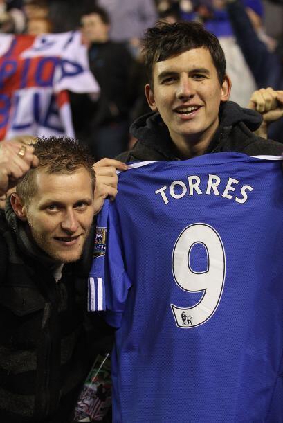 La afición de los 'Blues' ya mostraba la playera de su nuevo fich...