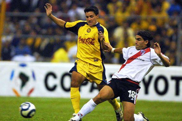 Para la edición del 2002 de la Copa Libertadores, nuevamente América se...