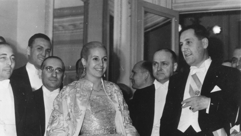 Fue famosa la fascinación de Christian Dior por la elegancia de Evita.