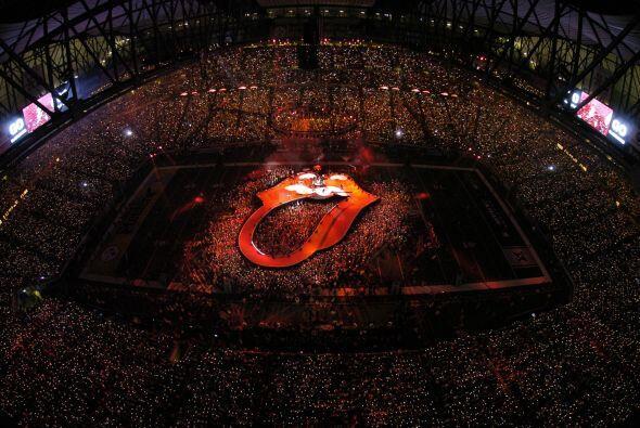 El escenario del Ford Field DE Detroit, Michigan, en el Super Bowl XL fu...