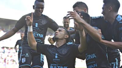 Camilo Sanvezzo fue el encargado de poner el 2-1 que confirmó la remonta...