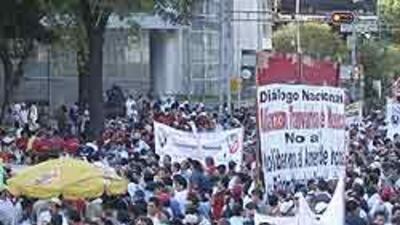 Megamarcha de electricistas que exigen audiencia con el presidente Felip...