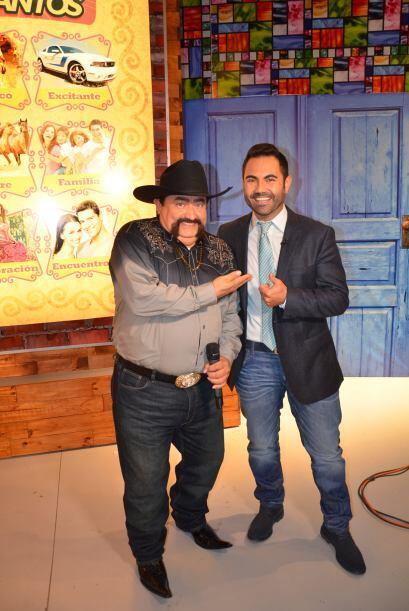 Junto a Enrique se encuentra el mejor presentador de la televisión el in...