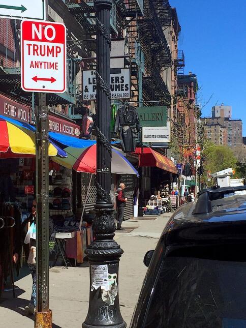 El cartel en la calle Orchard, en Nueva York
