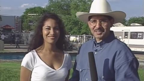 Selena Quintanilla siendo entrevistada por el programa 'Tejano USA' en 1...