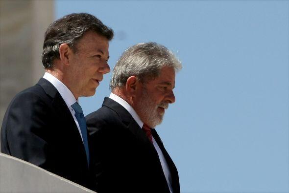 El presidente de Brasil, Luiz Inácio Lula da Silva recibió con una visto...