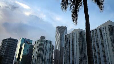 Ventana al Tiempo: Temperaturas cálidas y cielos nublados para este lunes en Miami