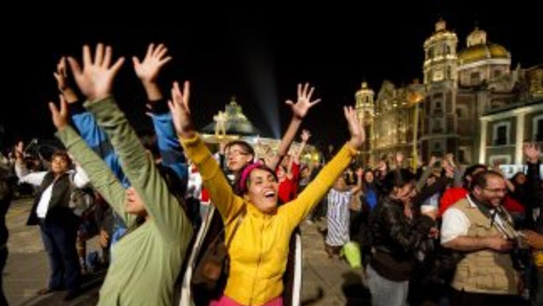 Miles se congregaron frente a la Basílica de Guadalupe, en la Ciudad de...