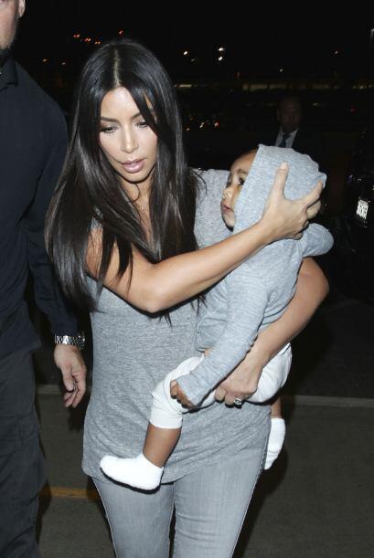No olvidemos que Kim suele vestir a su hija con exclusivas piezas de dis...