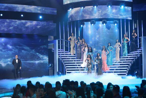 Con un invitado de lujo como Gilberto Santa Rosa, las chicas desfilaron...